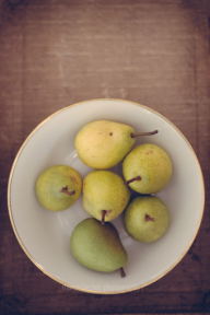 Bowl with fresh Pears